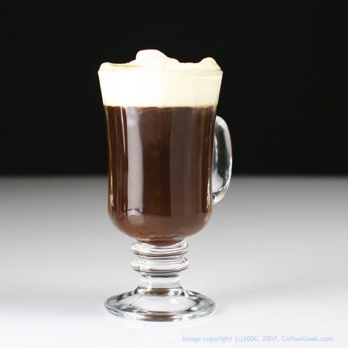 Кофе с амаретто — миндальная изысканность
