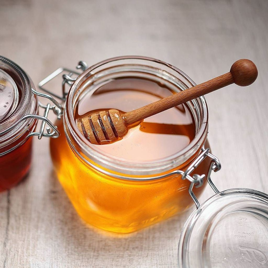 Чай с медом (22 фото): как приготовить зеленый с лимоном, можно ли добавлять продукт в горячий напиток, калорийность 1 чайной ложки меда, польза и вред