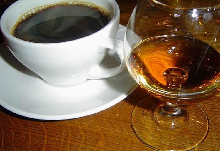 Кофе с коньяком: польза или вред для человека?