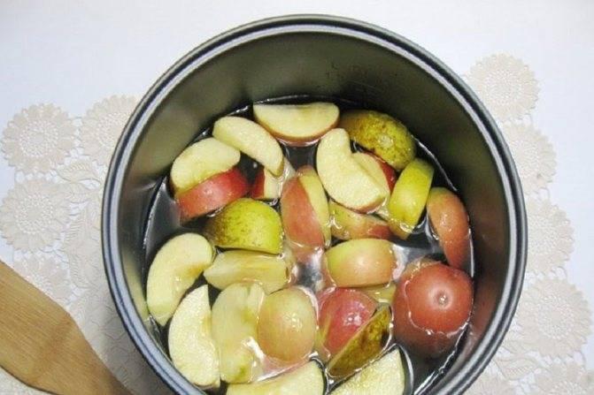 Как варить компот из свежих яблок?