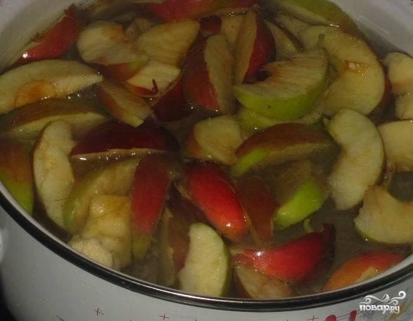 Как сварить компот из яблок в кастрюле