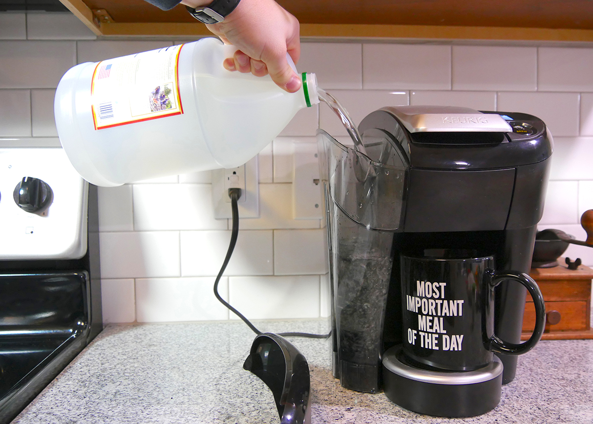 Как очистить кофемашину от накипи лимонной кислотой и другими способами