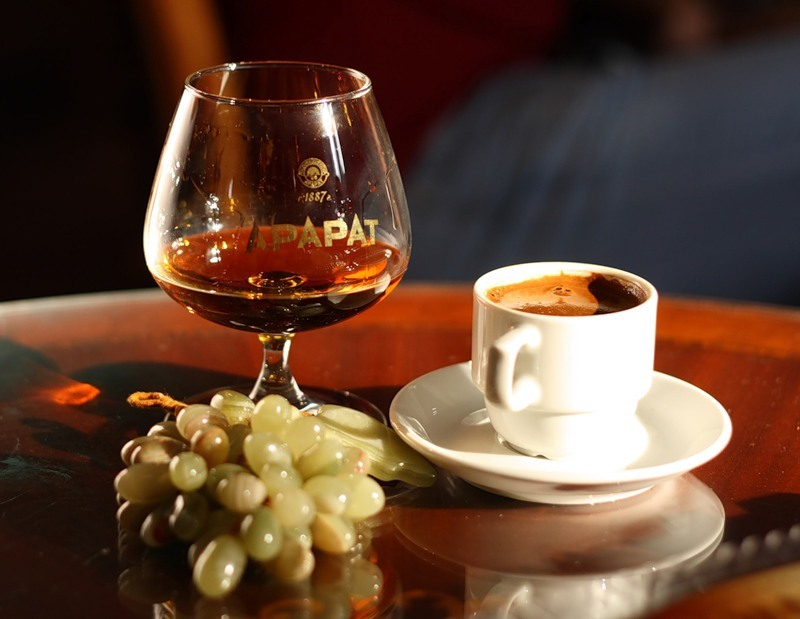 Кофе с коньяком: основные рецепты и правила употребления