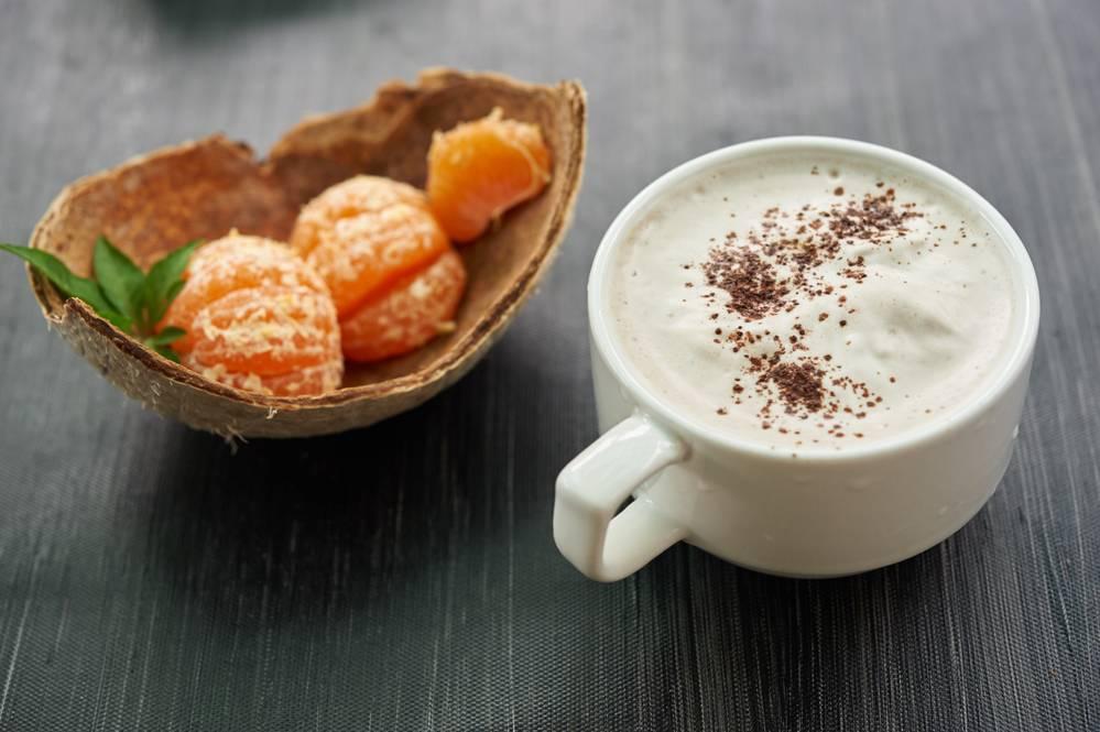 Кофе с кокосовым молоком: польза и вред, рецепт приготовления