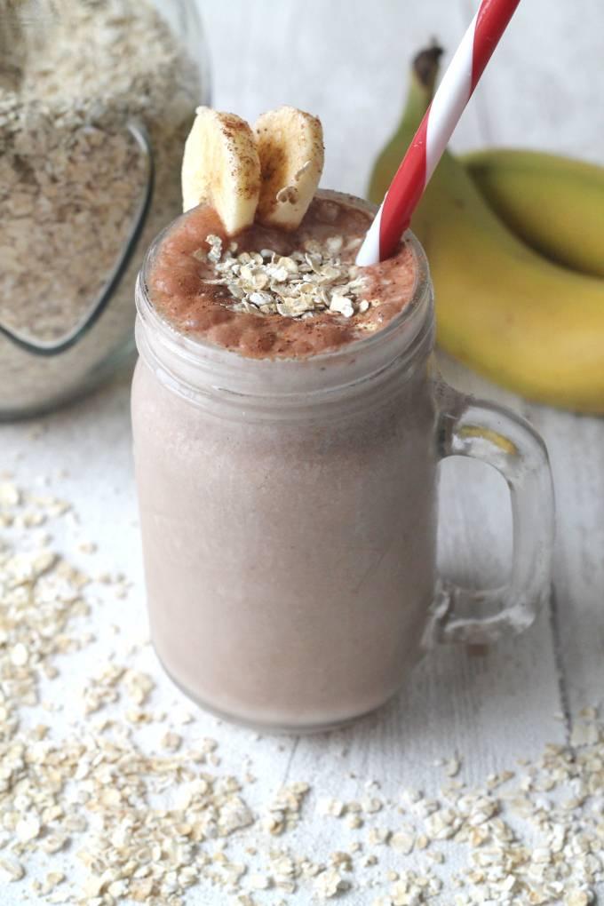 Банановый смузи в блендере. рецепты с молоком, овсянкой, кефиром, мороженым, какао, сливками
