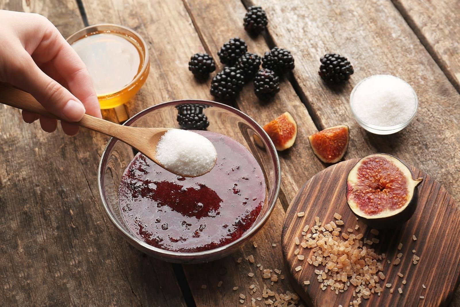 Скраб из меда и кофе для бани: лечение кожи домашними средствами
