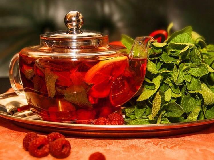 Чай из листьев малины: польза и вред