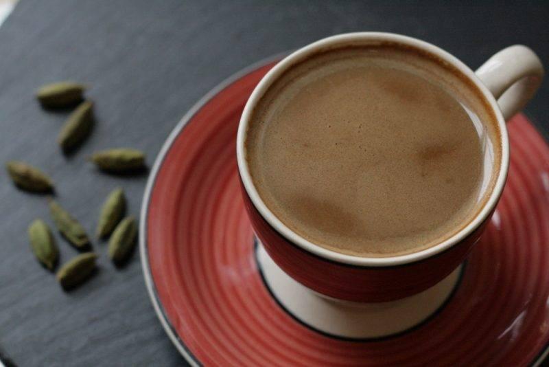 Кофе с молоком и корицей: польза и вред