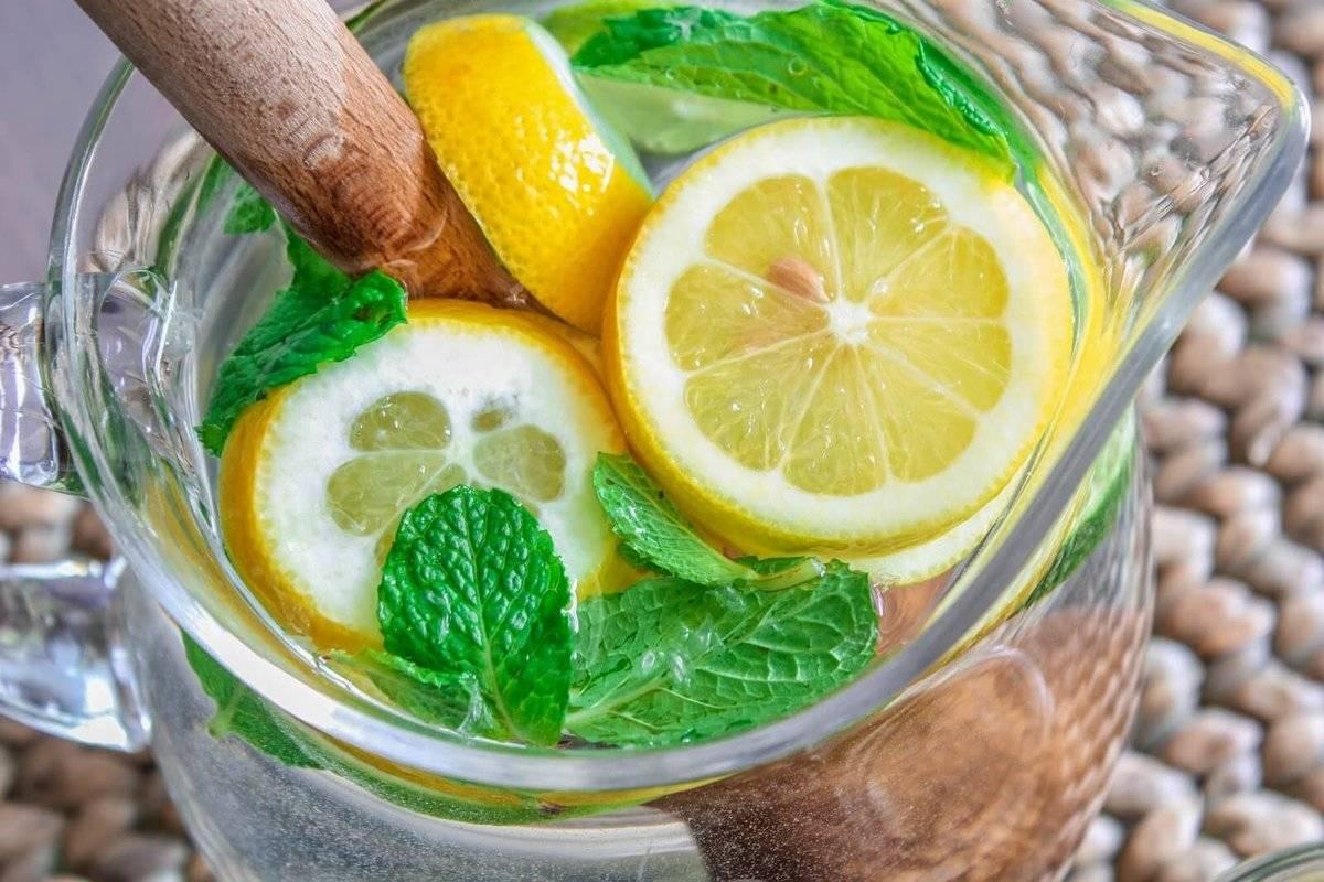 Как правильно пить воду: натощак, по утрам и днем, для похудения, горячую, минеральную, с куркумой, с кофе, с чесноком, с медом