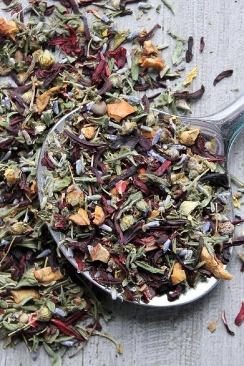 Успокаивающий чай: рецепты домашних чаев для взрослых и детей, как травы влияют на нервную систему