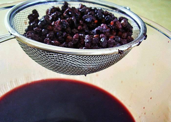 Чай с рябиной (черноплодной или красной): рецепты, польза и вред