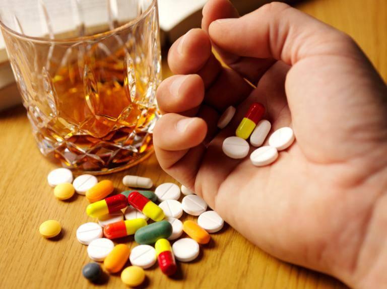 Можно ли запивать таблетки молоком, последствия взаимодействия