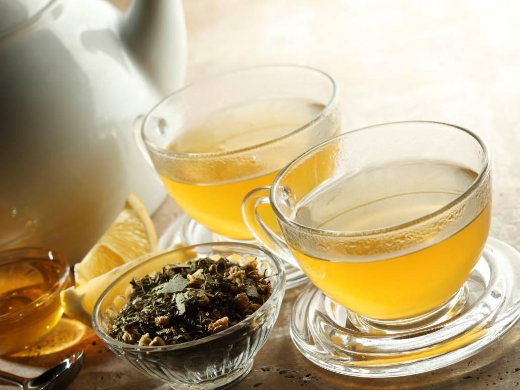 Почему от жары горячий чай помогает лучше, чем холодные напитки?