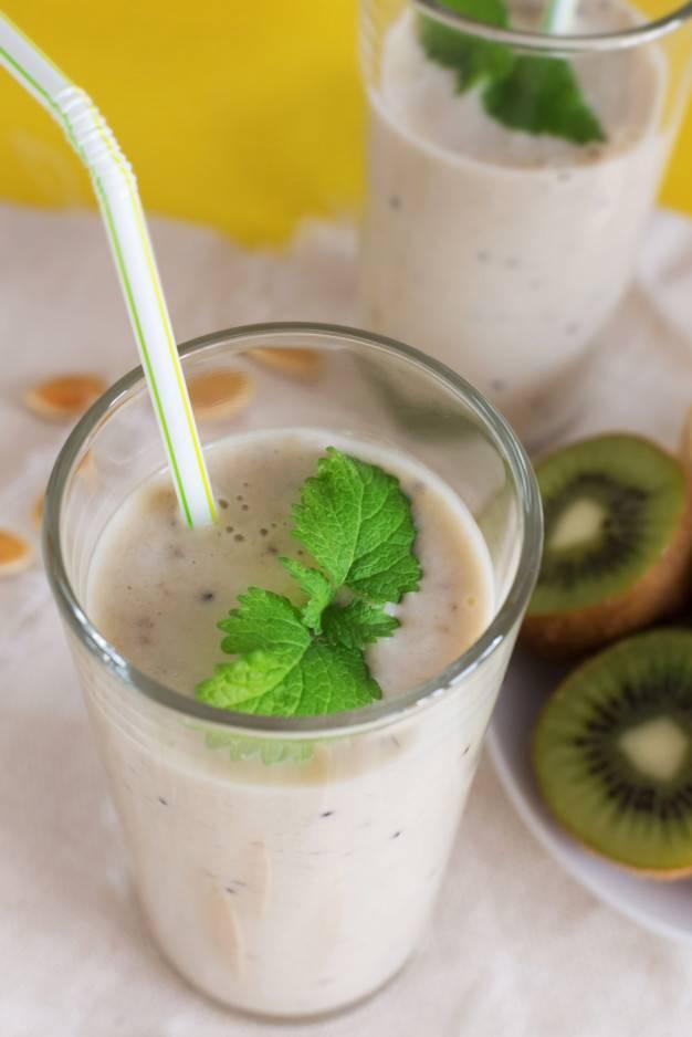 Смузи с кефиром, овсянкой и фруктами (пошаговый рецепт с фото) - pro vkusnyashki
