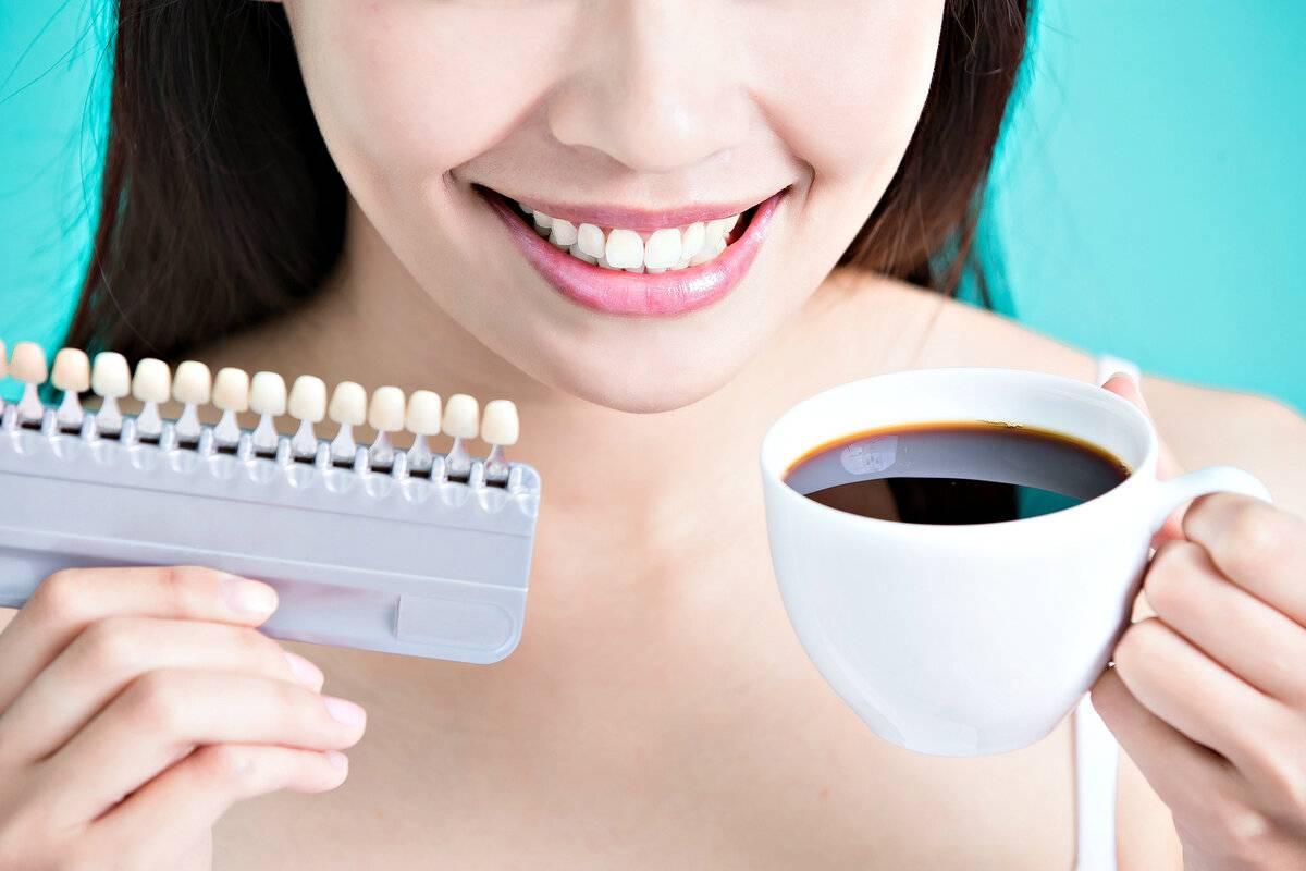 Отбеливание зубов от кофе - как удалить желтый налет от кофе на зубах