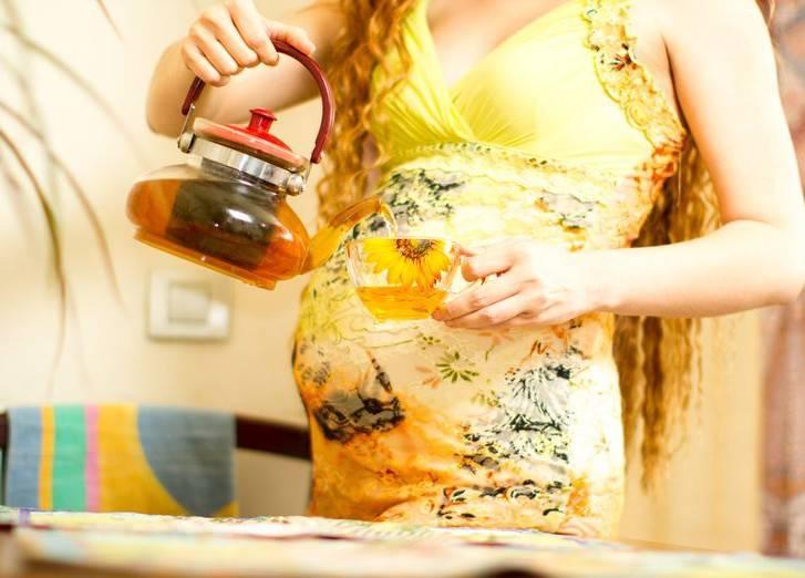 Ромашковый чай при беременности: можно ли пить, противопоказания и пр
