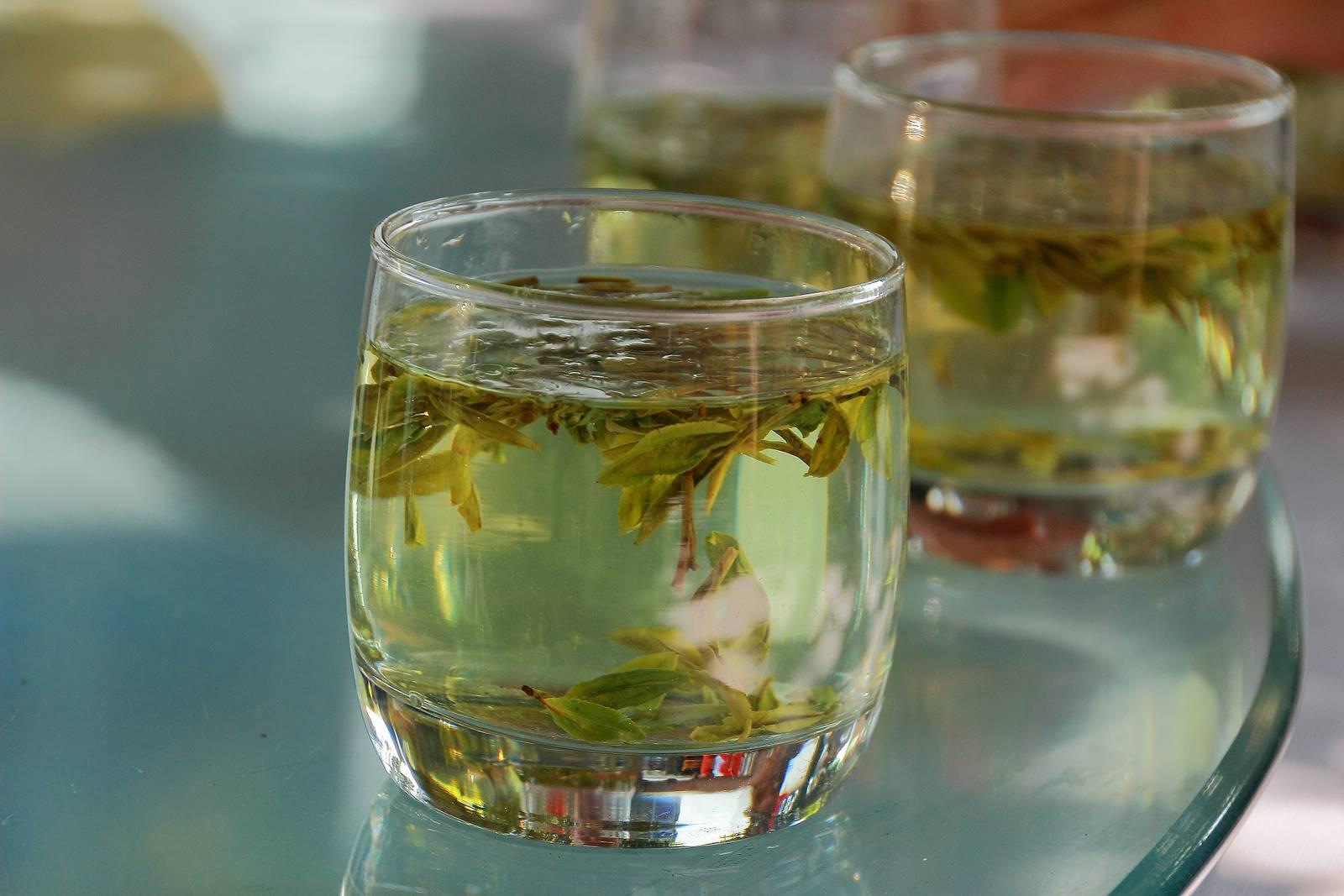 Чай лунцзин: история, полезные свойства и правила заваривания