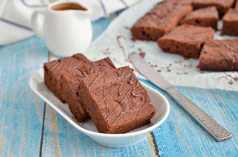 Рецепт классического шоколадного брауни с грецкими орехами и шоколадом