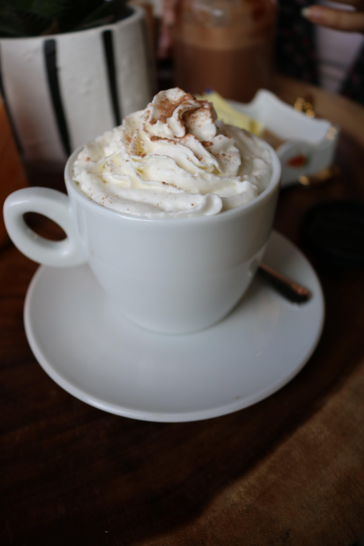 Кофе со сливками – разновидности, вред и польза здоровью, рецепты