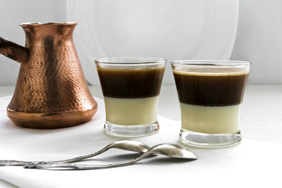Кофе: сколько чашек пить в день и как необычно приготовить бодрящий напиток