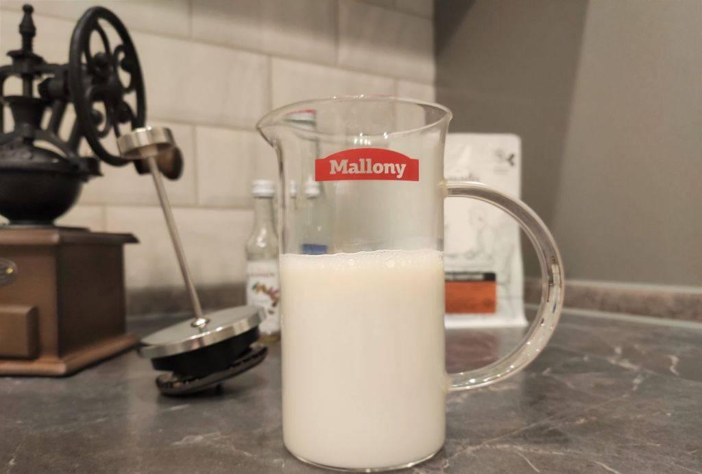Как правильно взбивать молоко в пышную пену для капучино дома?
