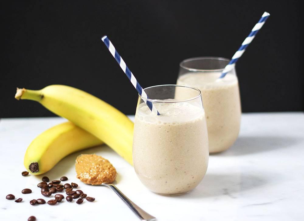 Смузи и коктейли с кокосовым молоком: безалкогольные рецепты - с бананом, манго, чиа, шпинатом
