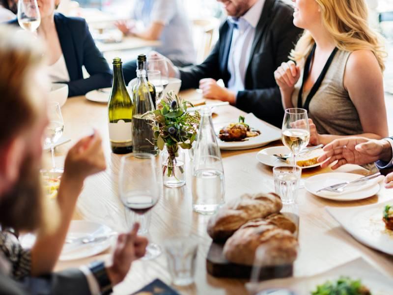 Что можно есть руками по правилам этикета в ресторане, кафе