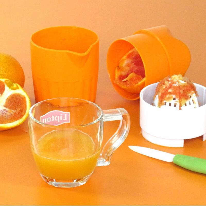 Как выжать сок из апельсина без соковыжималки?