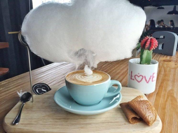 Кофе с облаком сахарной ваты