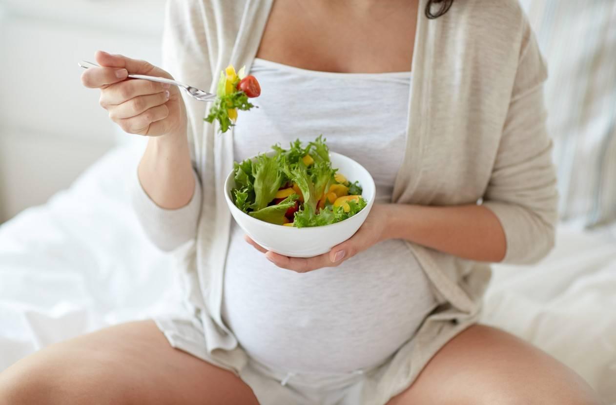 Каркаде при беременности: польза, вред и правила употребления