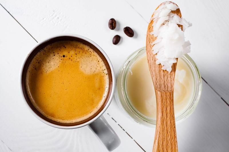 Зачем люди пьют кофе с маслом: польза и вред