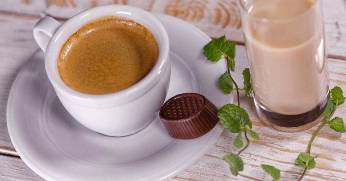 Рецепты классических коктейлей кофе с ликером: как их делать и как их пить