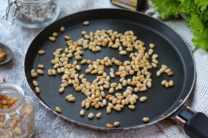 Рецепты приготовления настойки самогона на кедровых орехах: с добавками и без