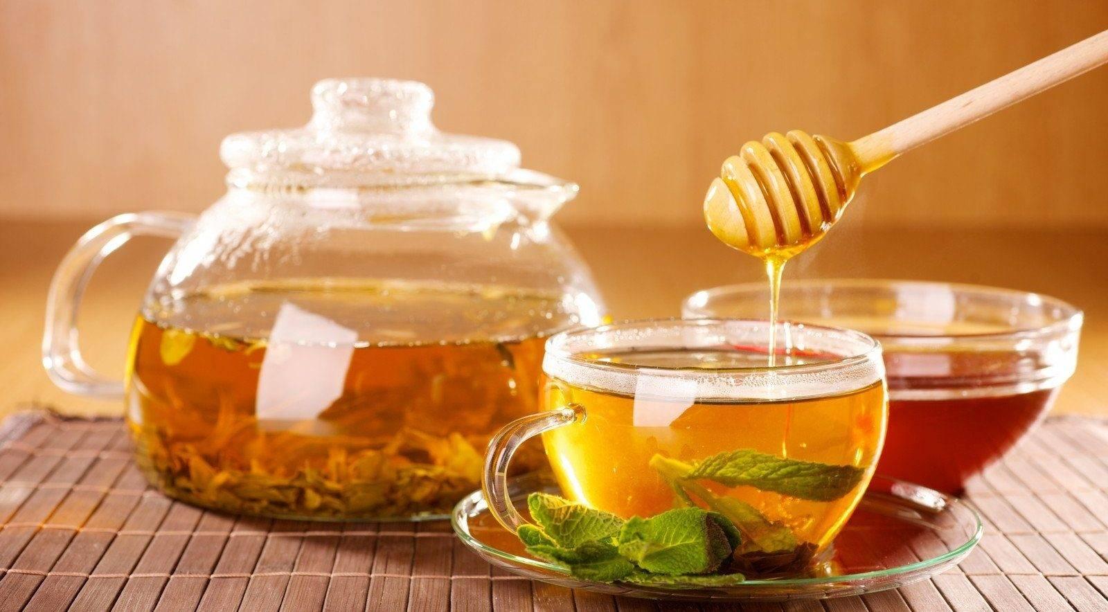 Горячий мёд: состав, польза и вред, с чаем