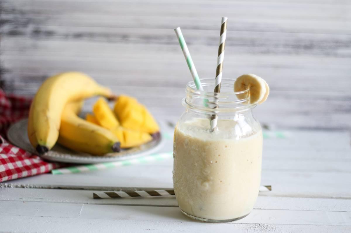 Смузи с бананом: лучшие рецепты для блендера