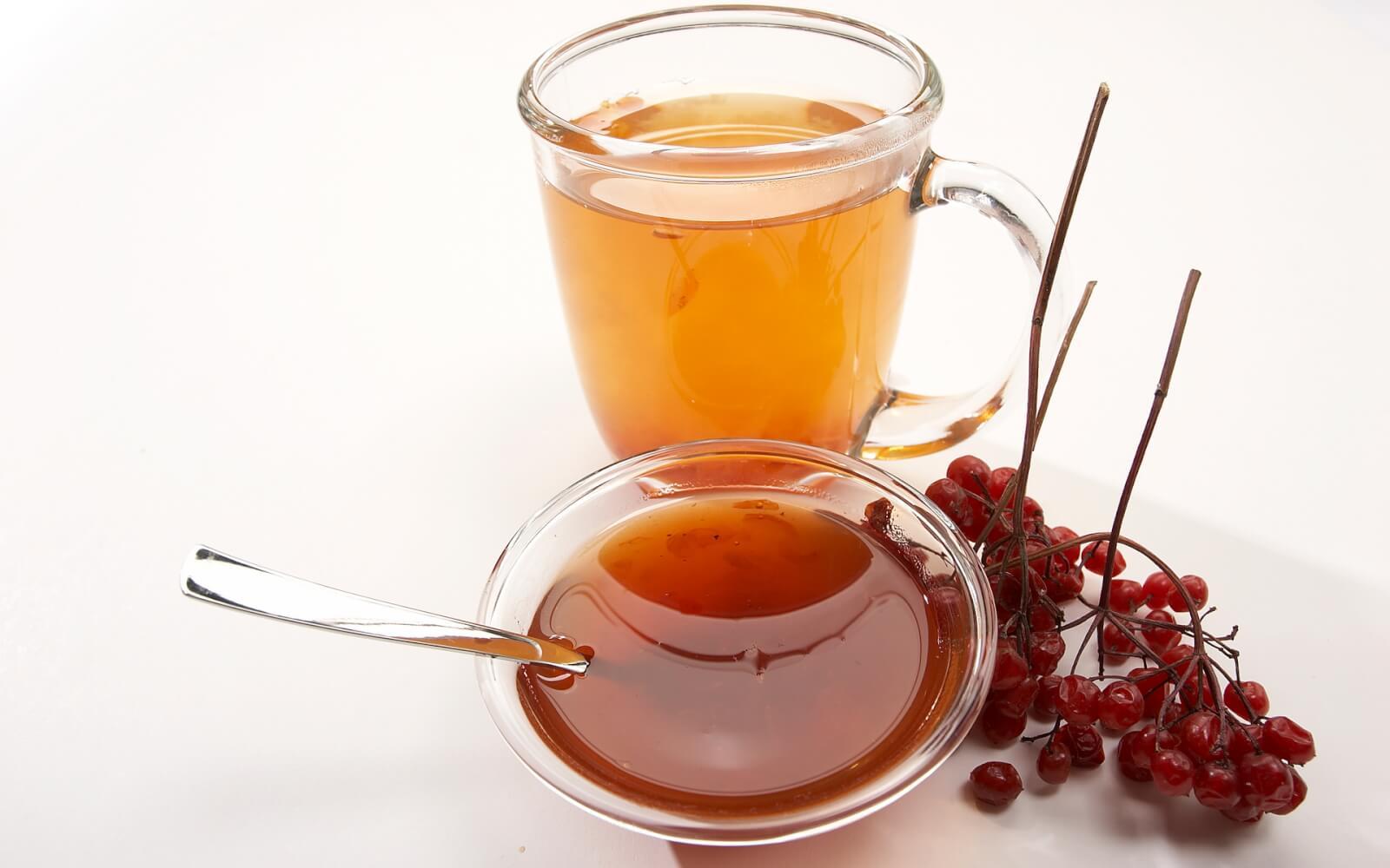 Можно ли добавлять мед в горячий чай: почему нельзя и какой вред возможен, как правильно пить напиток чтобы он принес пользу