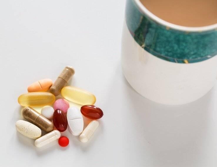 Чем запивать и заедать таблетки, чтобы не навредить себе: как совмещать | food and health