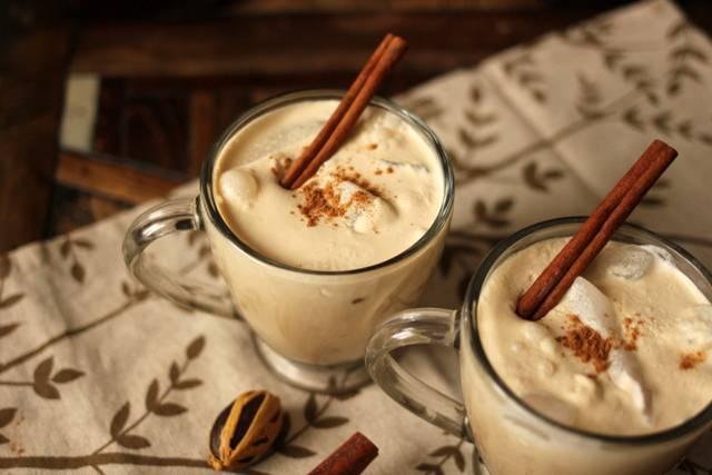 Как приготовить дома пряную матчу, рейши-латте и розовое какао