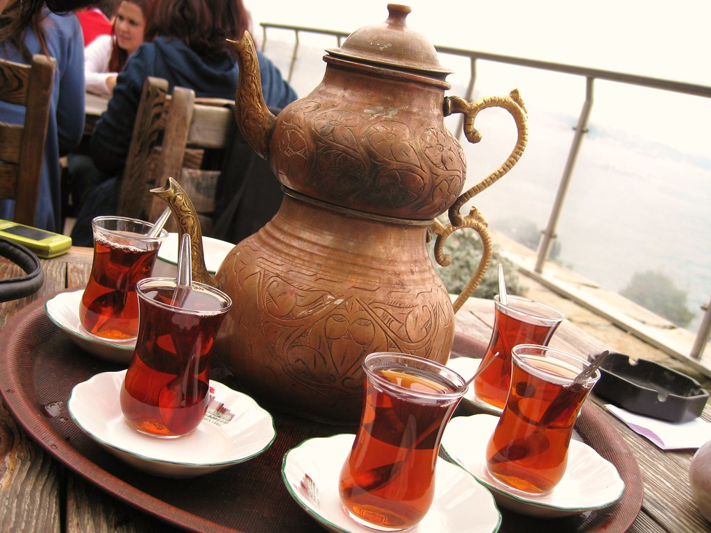 Русское чаепитие: 8 традиций от самовара до чайных бесед