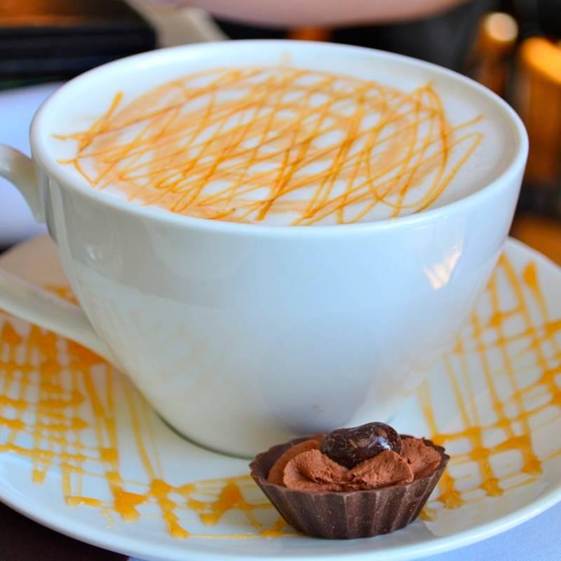 Готовим карамельный кофе латте