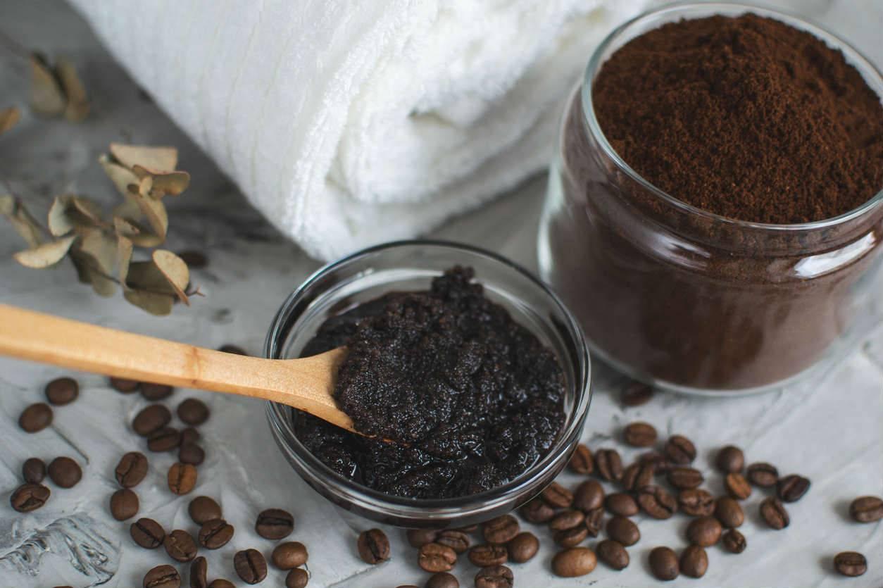 Скраб из кофейной гущи: как готовить и применять, рецепты, эффективность