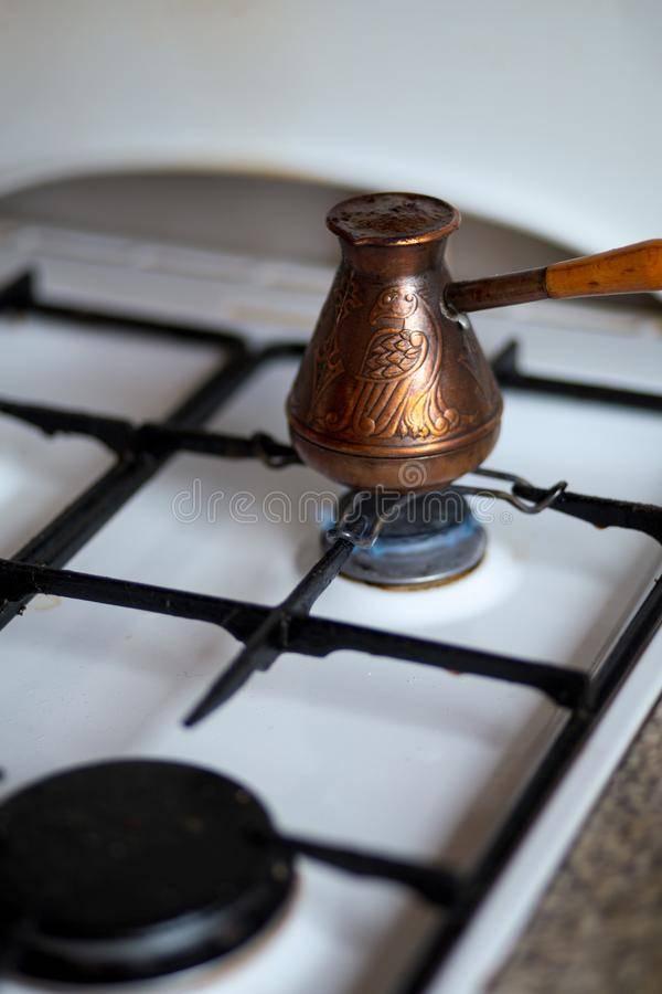 Как варить кофе в электротурке с автоотключением и без него. принцип и правила варки турецкого кофе. выбор прибора