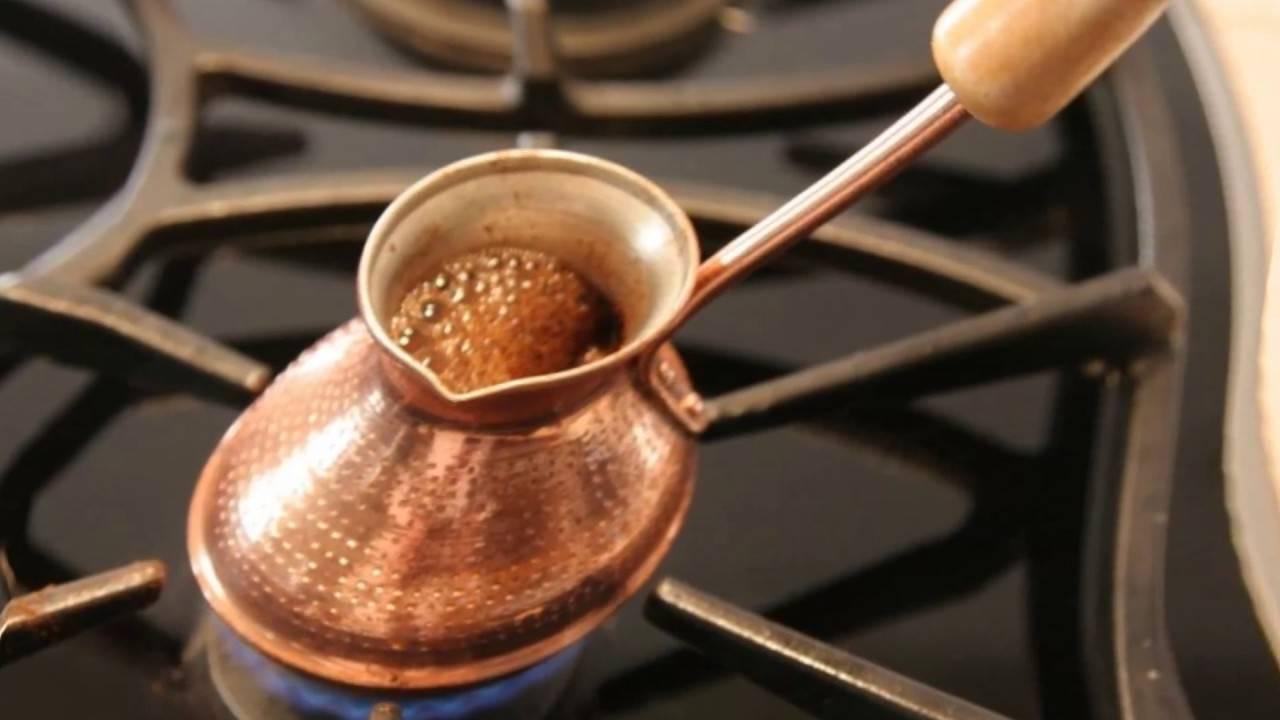 Как варить кофе в керамической турке, как готовить на плите и в песке