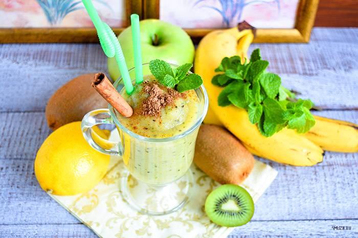 Смузи с киви, бананом и яблоком