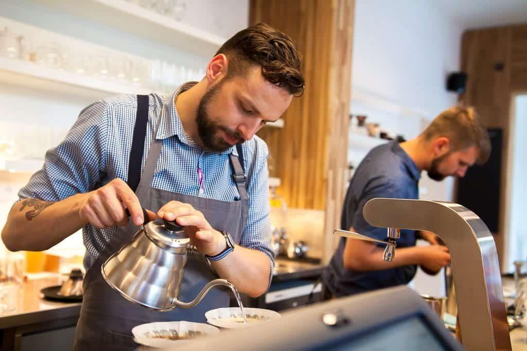 Кто такой бариста в кафе? обязанности и обучение