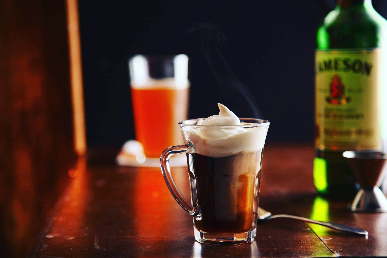 Ирландский кофе - история, рецепты, выбор виски, как подают, калорийность