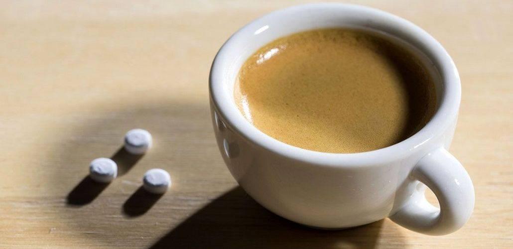Можно ли запивать таблетки кофе
