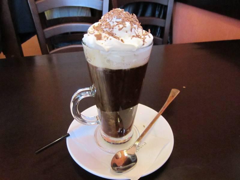 Бодрящий и тонизирующий алкогольный напиток кофе с ромом