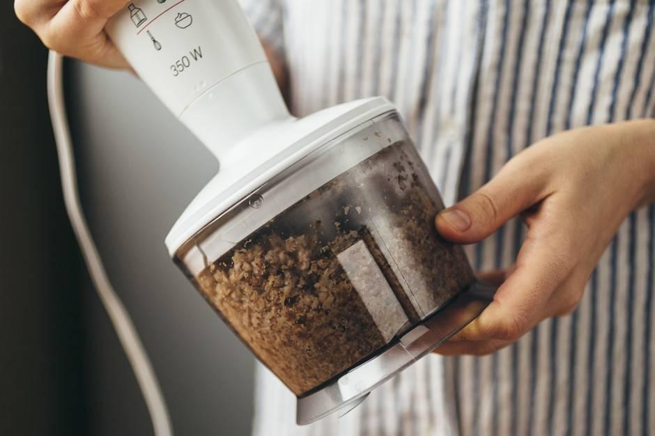 Как пользоваться блендером: как правильно работать погружным без чаши и стационарным блендером, как включить блендер