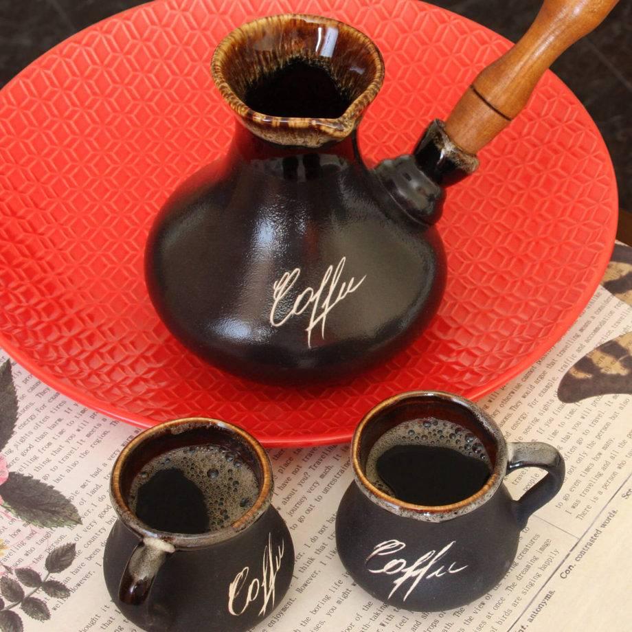 Керамическая турка: как пользоваться посудой для кофе из керамики? сравнение глиняных и медных турок. лучше ли изделия из глины, чем фарфоровые?
